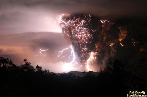NerdTests.com - Lightning in volcano cloud
